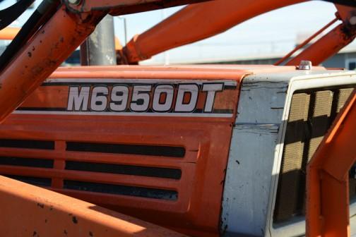 クボタトラクター、M50シリーズM6950は、TractorData.comによれば1983年〜1993年で、Kubota V4300-2A 4リッター4気筒ディーゼルで71馬力/2400rpmだそうです。