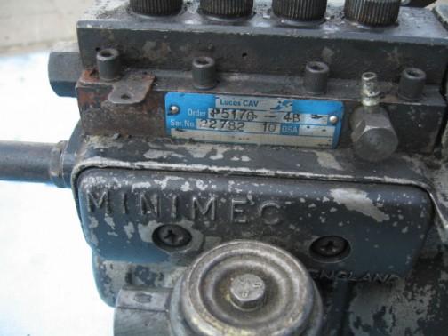 調べてみるとたいていCAV MINIMECとでてきます。このポンプの上の青いプレートにはLucas CAVと書いてあるので、Lucas CAVの製品なのでしょう。それにしても、なんでこれだけ名前がついているんだろう・・・どこか特別なところがあるのかな?