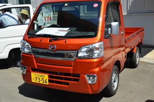 ダイハツ・新型ハイゼット エクストラ4AT 4WD AC/PS 乗り出し価格 ¥1,240,000 こちらはオートマ。リーフ4枚。やっぱりATになるとぐっと値段が上がります。