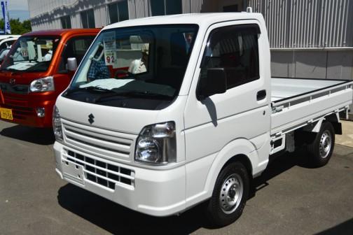 スズキキャリィKC 登録車 ノウギョウしよう・4WD・5MT AC/PS 乗り出し価格 ¥920,000 エアコン・パワステが付いてこの値段かあ・・・安いなあ。買えないけど。