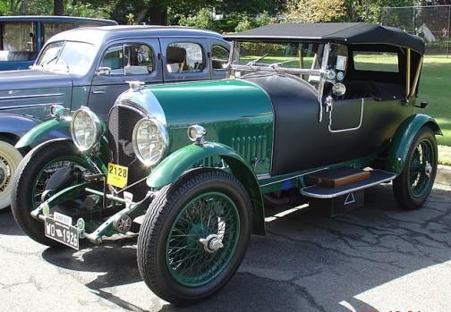 1926年のイギリス車、ベントレーだそうです。(ウィキペディアより)フォードソンと比べてちょっと繊細に見えるくらいです。
