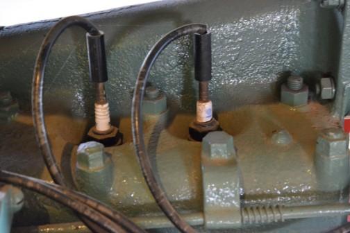 フォードソントラクタ 1922年(大正11) フォードソン社製(アメリカ)F22馬力 クランクハンドルでガソリンで始動、石油に切替え、内燃機関としては初期の80年前のもの。 1923年(大正12) 八雲町徳川農場で導入、国内で2〜3台めのもの。当時の価格1910円は米140俵ほどの時代、付近の農家の驚きの様子が八雲町史に記されている。徳川農場閉鎖になり、そのち元山氏が譲り受け、使用後保存していた。 国内現存機種では希少価値の高い産業遺産の一台。  FORDSON TRACTOR  Year: 1922(Taisho 11) Manufacturer: Fordson(America) Output: 22ps Fuel: Starts with gasoline, runs on kerosene  One of the first internal combustion tractors built over 80 years ago. The Tokugawa Farm in Yagumo-cho purchased two Fordsons in 1923(Taisho 12), at a time when there were only 2 or 3 in the country. The surrounding farmers were amazed at this extravagant acquistition because the price of 1910 Yen was equivalent to 140 bushels of rice at time. Eventually it came into the hands of MR. Motoyama who has been preserveing its condition. Even now, it is one of very few models of its type, making it a true industrial treasure.