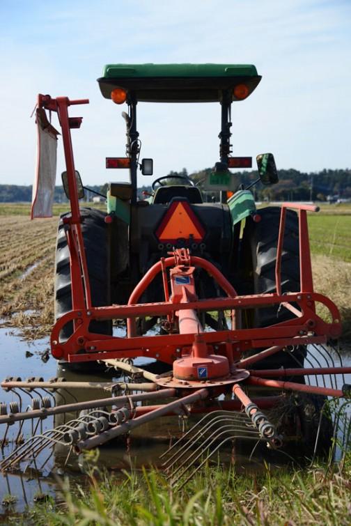 tractordata.comによれば、ジョンディア5400は1992年から1997年。3気筒2.9リッターターボディーゼル68馬力ということになっています。