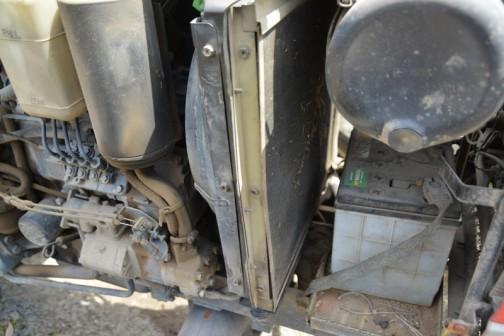 シバウラトラクター D288 4気筒1499ccディーゼル 28馬力/2650rpmだそうです。