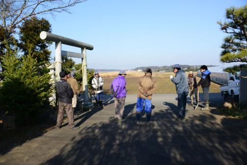 例によって8時に集落センターに集合です。風がなく、暖かく感じる朝でした。