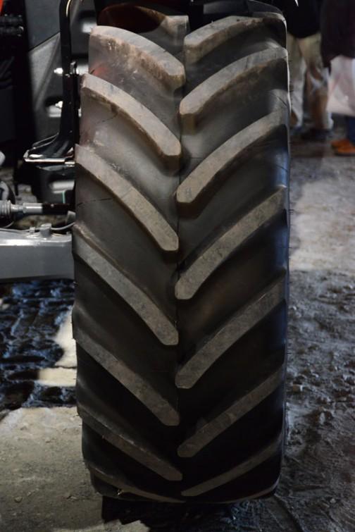 タイヤはもちろんミシュラン。マルチビブ。「後輪1本いくらですか?」って聞いてる人がいました。耳をそばだてて聞いていたのですが、その答えは返ってきませんでした。