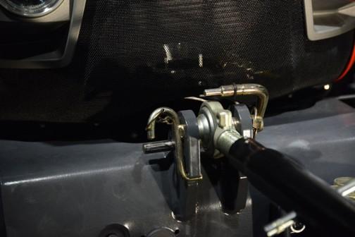 エンジンはクボタV6108 4気筒 6.1Lディーゼル 150馬力