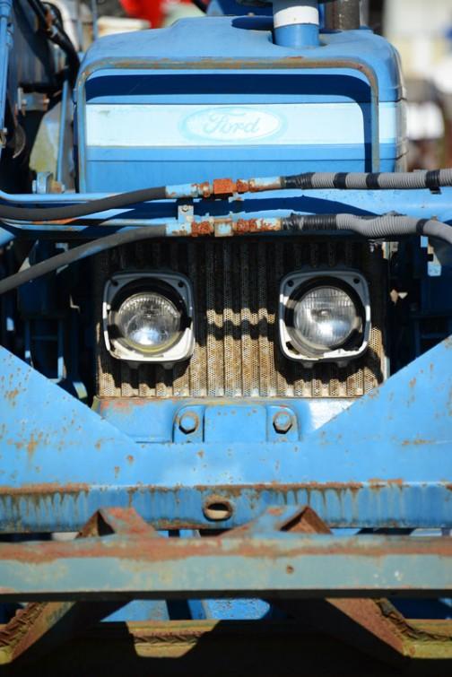 tractordata.comによるとFORD6610は1982年〜1993年の10シリーズ。4.4リッター4気筒78馬力/2100rpmだそうです。