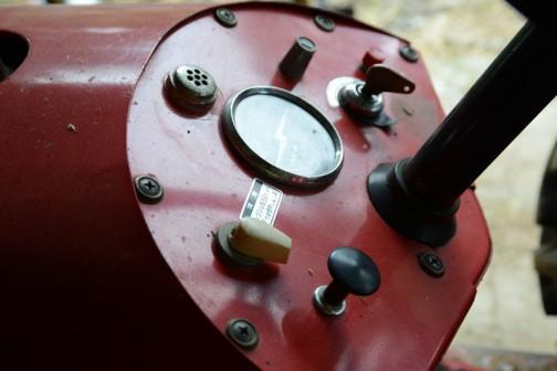 ヰセキTB-23。空冷2気筒ディーゼル1055cc。TB-23といいつつ22馬力だそうです。