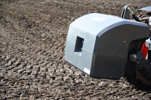 tractordata.comによるとクボタM7171はV6108型4気筒ディーゼル6.1Lの170馬力になっています。