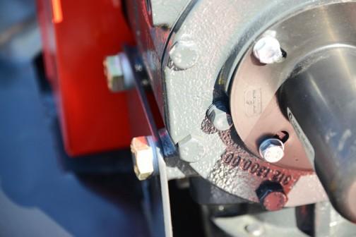 Vicon社 ディスクモア EX332F 作業幅:3200mm ディスク:8枚(3枚刃) 所要馬力:55ps〜 ◎独自の3枚刃がキレイに刈取り2番草の育成にも効果あり ◎上下左右の凹凸に追従しロスのない美しい刈り取り ◎フロント専用のPTO1000rpm 小売価格¥2,808,000