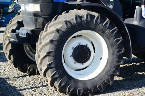 New Holland TM140はtractordata.comでは2002年〜2007年の英国製TMシリーズ。エンジンは7.5L6気筒140馬力/2200rpmでした。