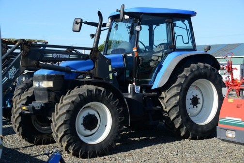tractordata.comでは2002年〜2007年の英国製TMシリーズ。エンジンは7.5L6気筒140馬力/2200rpmでした。