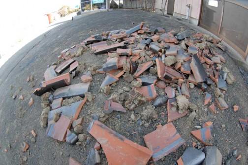 落ちた集落センターの瓦もまだ片付いていない中で選別したんですよねえ・・・