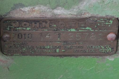 拡大してみます。JHON DEERE WATERLOO TRACTOR WORKS OF DEERE AND COMPANY WATERLOO. IOWA・・・ウォータールー、アメリカ製だ!