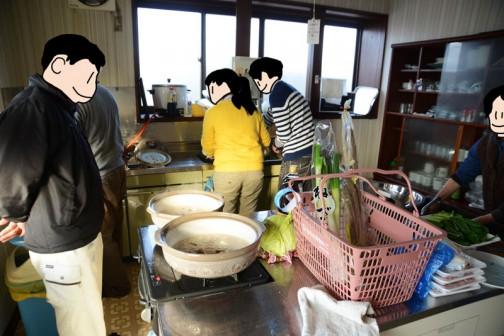 そして今回初めて学生さん・・・福島県と秋田県出身の大学生。(シンクに向かっているお二人)彼らには料理のお手伝いから、子供たちの相手までしていただきました。ありがとうございます!