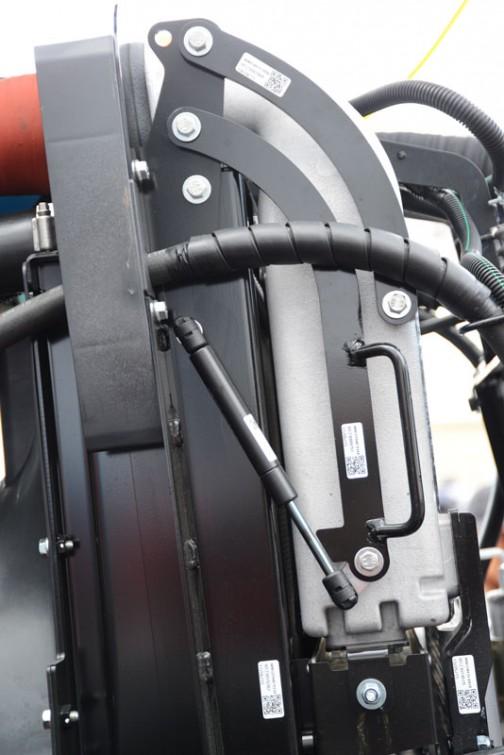 tractordata.comによるとクボタM7171はV6108型4気筒ディーゼル6.1Lの170馬力になっています。  クボタM7001 M7171PC-MSPFHM1-JP 価格¥参考出品 ★170馬力 ★総排気量:6.124L ★クボタV6108エンジン搭載 ★国内特自排ガス4次規制に余裕で適合 ★300L燃料タンクと38L尿素水タンク ★最適な自動変速制御