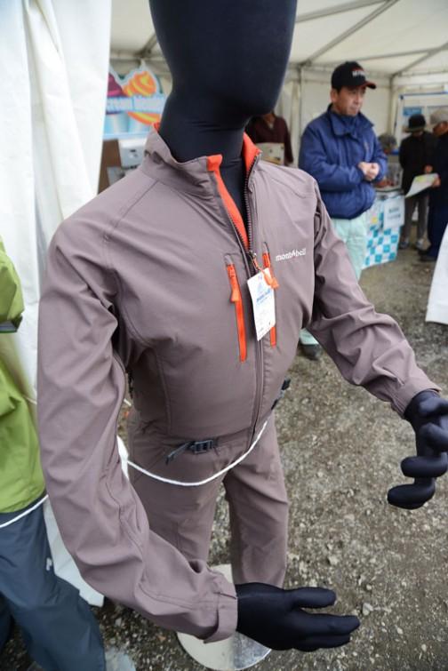 そしてこちらはモンベルの作業服。