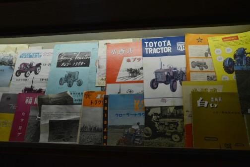 今日は、北海道上富良野町にあるスガノ農機の『「土の館」 土と犂の博物館』で見た、昔のトラクターのカタログです。