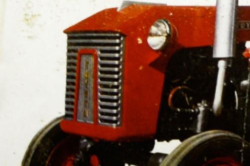 今日は、北海道上富良野町にあるスガノ農機の『「土の館」 土と犂の博物館』で見た、昔のトラクターのカタログです