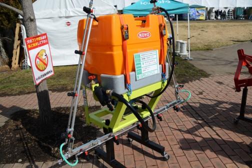 広洋エンジニアリング 乗用型ほうれん草栽培システム 防除機 KBS100 価格¥632,880 タンク容量100L 散布幅5.5m