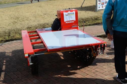 正面に回ってみると・・・株式会社アテックス 高床式作業車「楽畝(ラクーネ)」XGH600 価格¥685,800