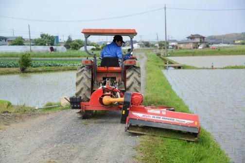 2016年度、島地区農地水環境保全会の多面的機能支払交付金活動(農道や農地法面の草刈り)