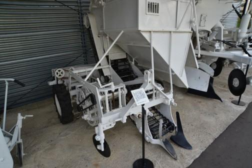 695,000円甜菜収穫機の国産第一号機。同じものの写真です。