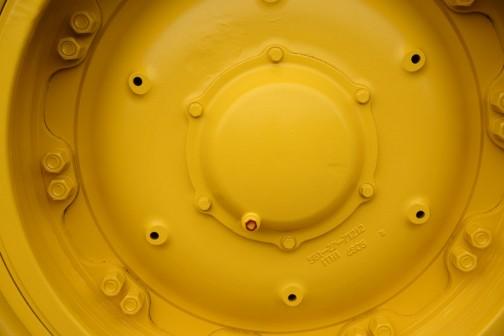コマツダンプトラック HD785-7 SAA12V140E-3水冷4サイクル12気筒30.48L1178馬力、搭載量91トン。フロントリア油冷多板ディスクタイプブレーキ、リア油冷多板ディスクタイプブレーキ。