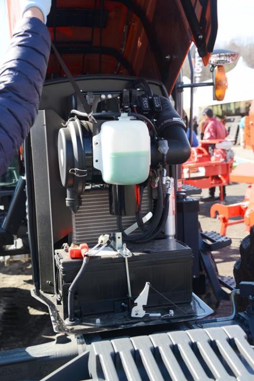 クボタ GLOBE M135GFQBMPC2 価格¥14,217,120 ★135馬力 ★総排気量6124cc ★フル電子制御コモンレールエンジンを全型式に採用! ★ダブル液晶モニターで各種情報をリアルタイムに○○可能 ★新たにPTO作業時にも対応したnew i-マチック ★シリーズ最上位機種は、国内生産最大級 135馬力を発生する新開発V6108エンジン