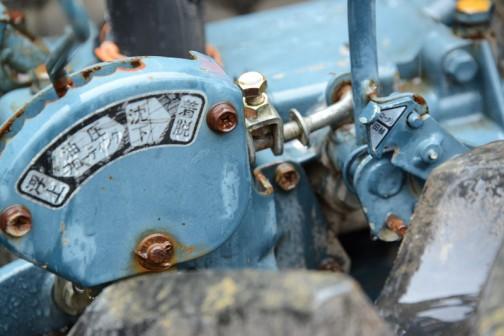で、その扇型の右側、何かの切替レバーの根元にロータリー/田植の文字が見えます。