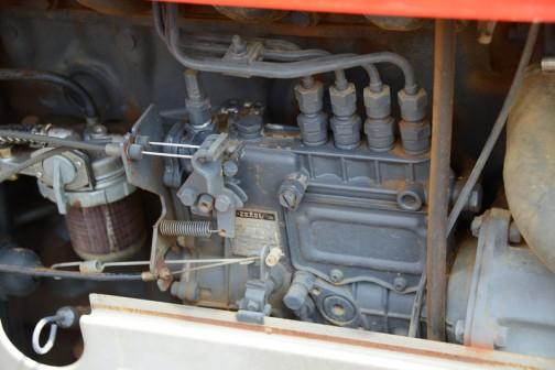 そういえばヤンマーF435Dのこんな写真撮ってたんだっけ・・・4気筒ですね。燃料ポンプはZEXEL製でした。