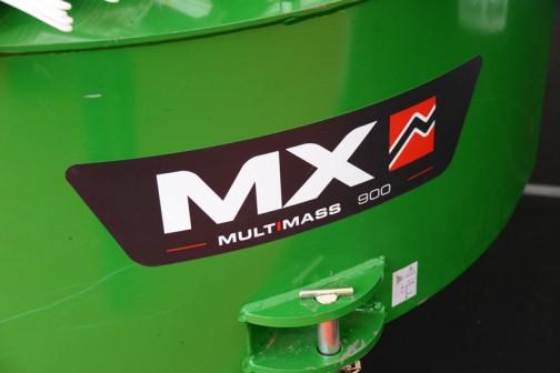 ジョンディア共色のこのおもり、大きくMXと書いてあります。マルチマス900。