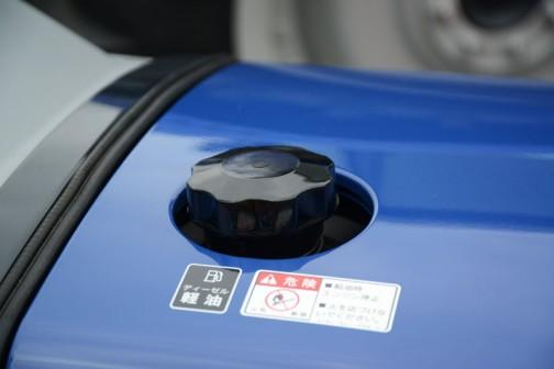 イセキRTS22S 価格¥1,998,000 燃料キャップはフツーの形。