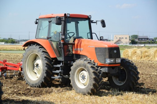 クボタM125D クボタF5802-T水冷4サイクル5気筒立型ターボディーゼル5832cc125馬力/2400rpm 重さは4186kgもあるんですって!