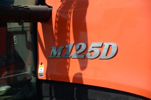 クボタM125DのエンジンはクボタF5802-T水冷4サイクル5気筒立型ターボディーゼル5832cc125馬力/2400rpm