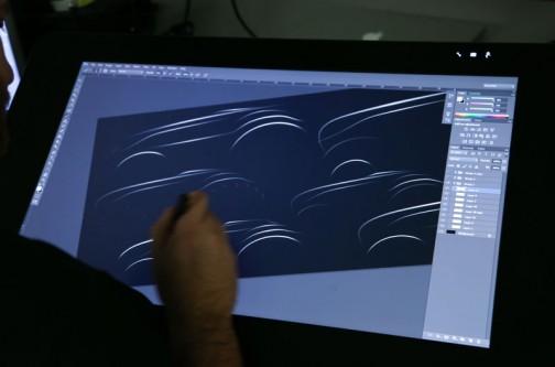 デザインしているところの画像もたくさんありました。ただシルエットの線を引いているだけのように見えますけど、左上の固まりなんかもうすでにマグナム君そのものになっています。