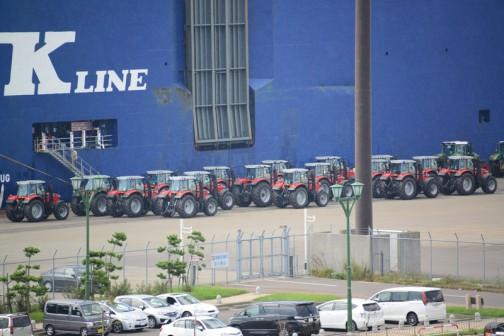 トラクターは拡大してみると77〜とか下二桁に8が見えます。7718でしょうか・・・