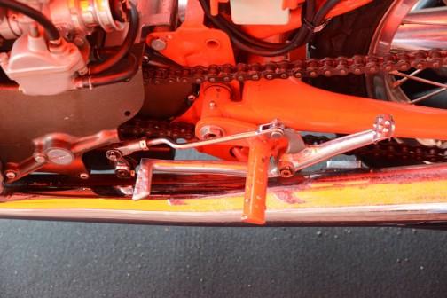 鉄の棒にイボイボをつけただけのシンプルなステップ。