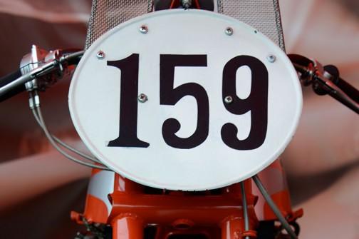 オマケ。1959年にまさにこの浅間山麓で行われた、第3回全日本オートバイ耐久ロードレースの250ccクラスで優勝したRC160の顔。なんだか無生物というか、顔がありません。