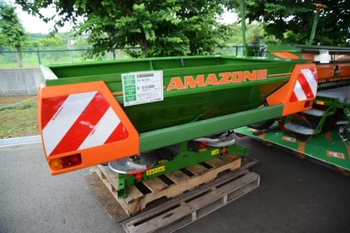 「アマゾーネ」ZA-Mシリーズブロードキャスター ZA-M1001 作業幅10m〜36m ホッパー容量 1000kg〜1500kg 価格¥810,000