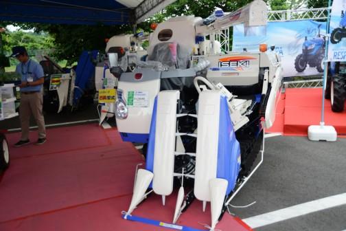 スカイブルーのイセキコンバイン フロンティアビバ HVF223GZKWC 価格¥3,726,000 2条刈り 23馬力