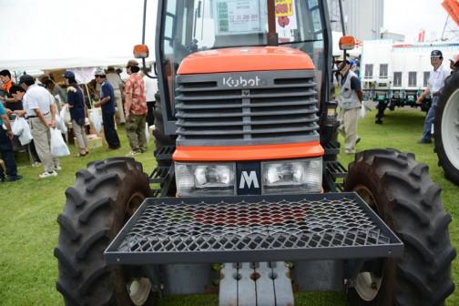 クボタ筑波工場での関東甲信越クボタグループ「元氣農業応援フェア」2016で見たクボタトラクターMD97「撮りトラ」です。