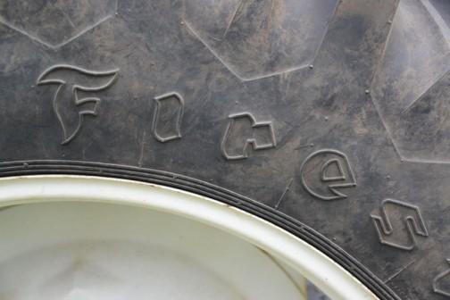 あ!タイヤはファイアストンです。