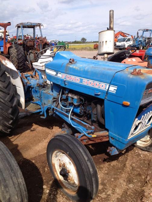 FORD3000はtractordata.comによれば1965年 - 1975年製。ディーゼルであれば2.9リッター3気筒ディーゼル47馬力。