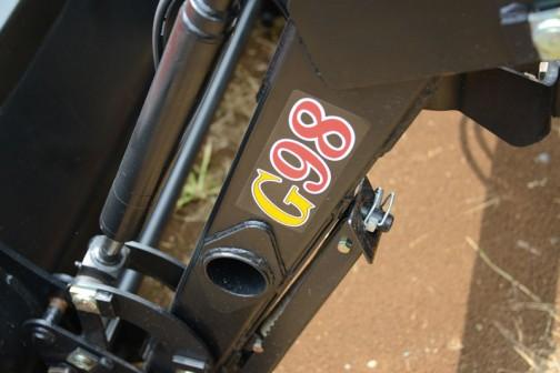 クボタKL27Rは安全鑑定合格が平成22年ですから2010年。発売されてすぐ購入したとしてもまだ6年経つか経たないかの新しいトラクター。取説によるとエンジンはD1703、水冷4サイクル3気筒ディーゼル27馬力/2700rpmだそうです。