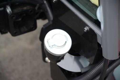 三菱トラクタGM450XB。価格¥5,559,840 45馬力 マニュアル仕様 キャビン車 倍速旋回 バックアップ 旋回アップ 水平自動・耕深自動機能搭載 外部油圧操作スイッチ付