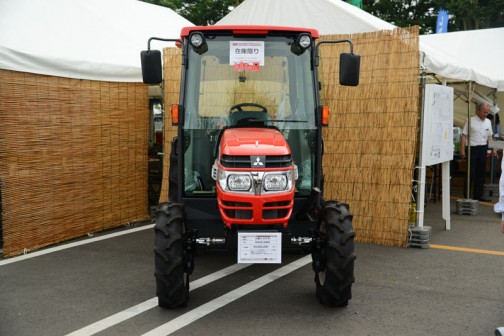三菱マヒンドラ農機トラクタGX401XBM 価格¥4,665,600 40馬力 マニュアル仕様 キャビン車 倍速旋回 バックアップ 旋回アップ 水平自動・耕深自動機能搭載 外部油圧操作スイッチ付き