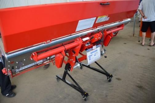 ニプロ ライムソワー FT2407E-0S 購入初年度平成25年 中古価格¥200,000 こちらも長野の農業用作業機械の専門メーカー。