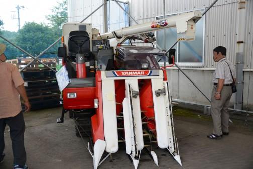 ヤンマーコンバインGC335の安全鑑定は1999年。乗用型3条 刃幅110cm 機関25.7kW{35PS} タンク式。当時の希望小売価は¥5,050,000〜¥5,460,000
